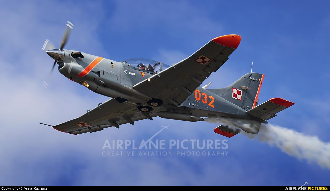 """Poland - Air Force """"Orlik Acrobatic Group"""" 032 aircraft at Sobienie Królewskie"""