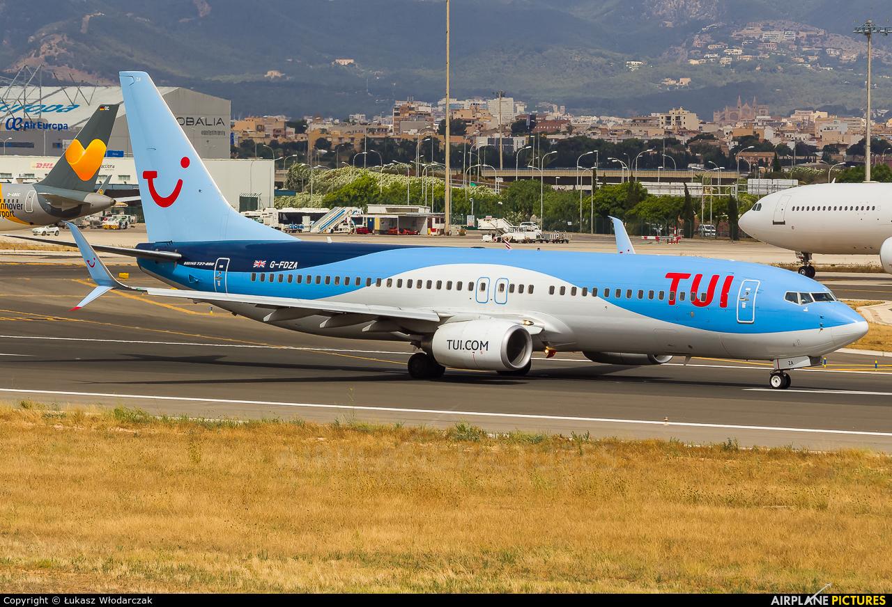 TUI Airways G-FDZA aircraft at Palma de Mallorca