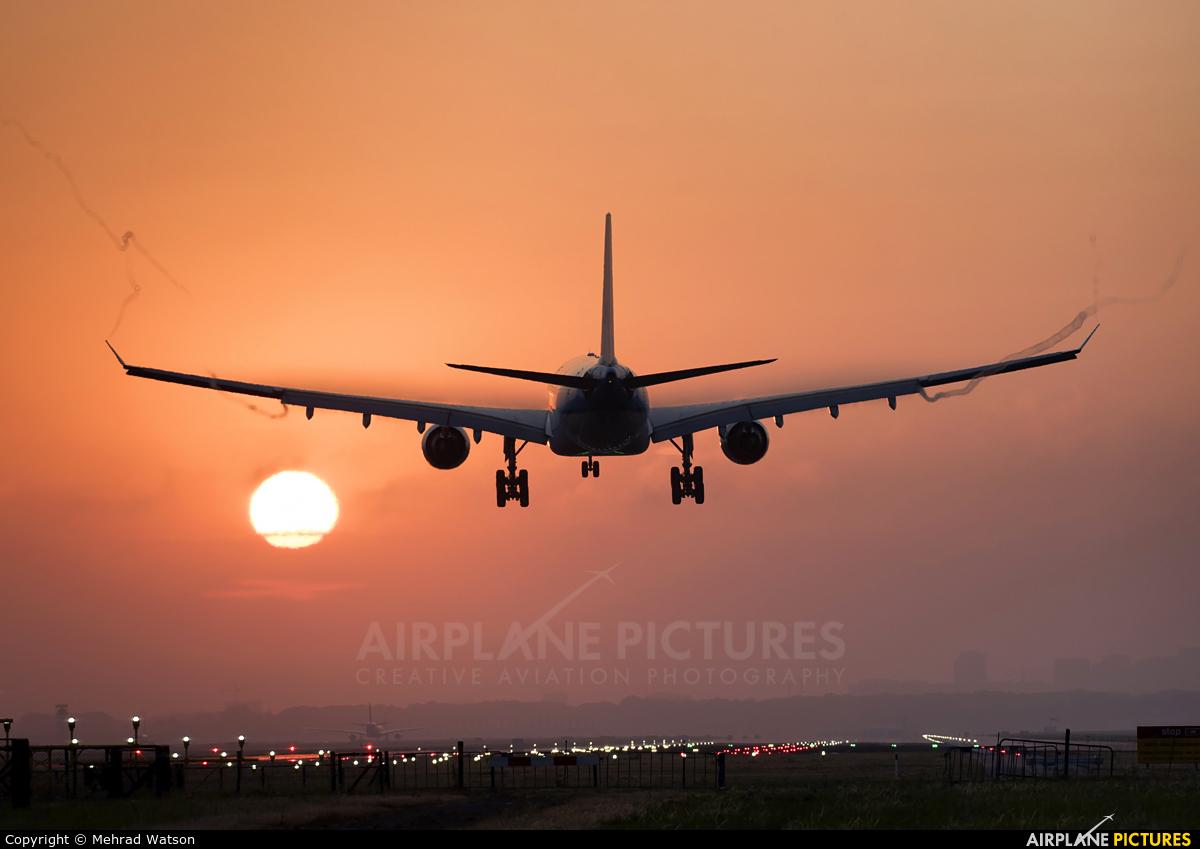 KLM PH-AOM aircraft at Amsterdam - Schiphol