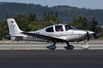 D-ESTK - Private Cirrus SR22