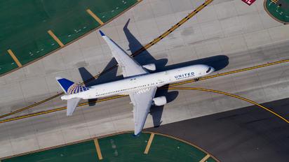 N588UA - United Airlines Boeing 757-200