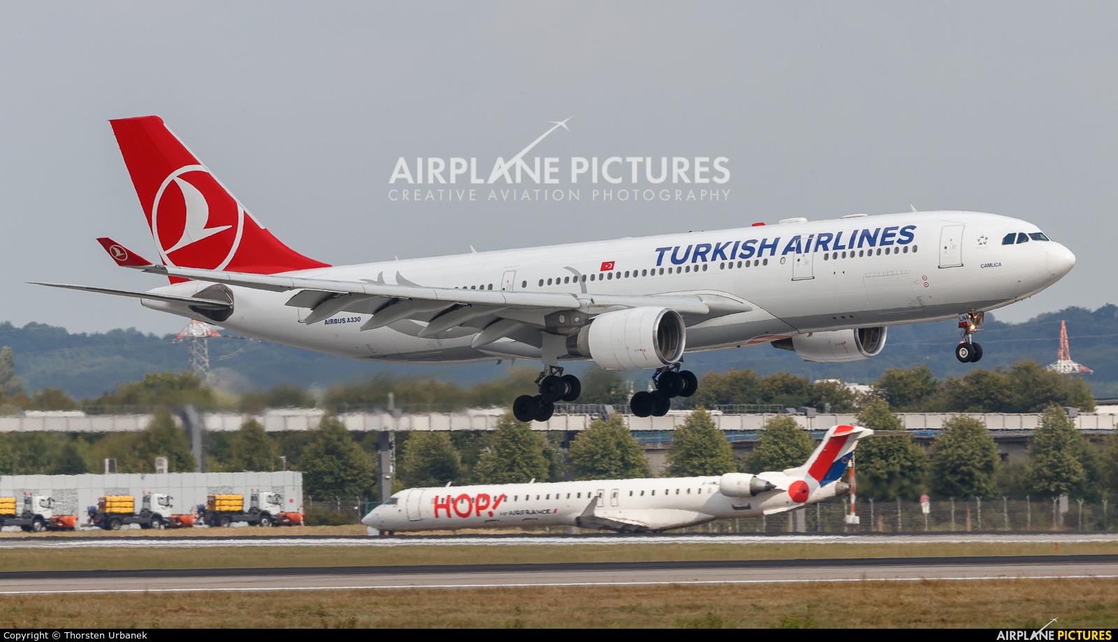 Turkish Airlines TC-LNA aircraft at Düsseldorf