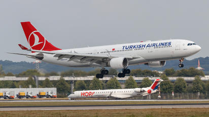 TC-LNA - Turkish Airlines Airbus A330-200