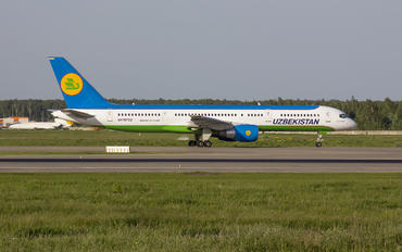 UK-75702 - Uzbekistan Airways Boeing 757-200