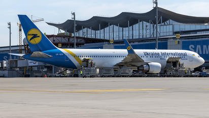 UR-GEA - Ukraine International Airlines Boeing 767-300ER