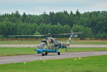 10 WHITE - Belarus - Air Force Mil Mi-24P