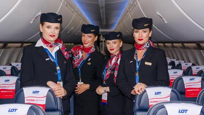 SP-LVD - - Aviation Glamour - Aviation Glamour - Flight Attendant