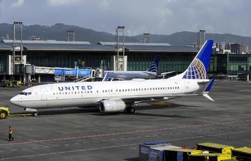 N33264 - United Airlines Boeing 737-800
