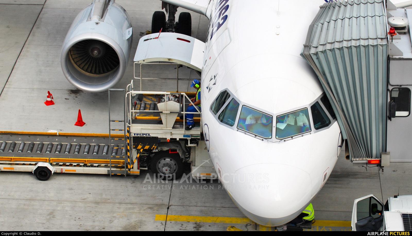 Lufthansa - aircraft at Frankfurt