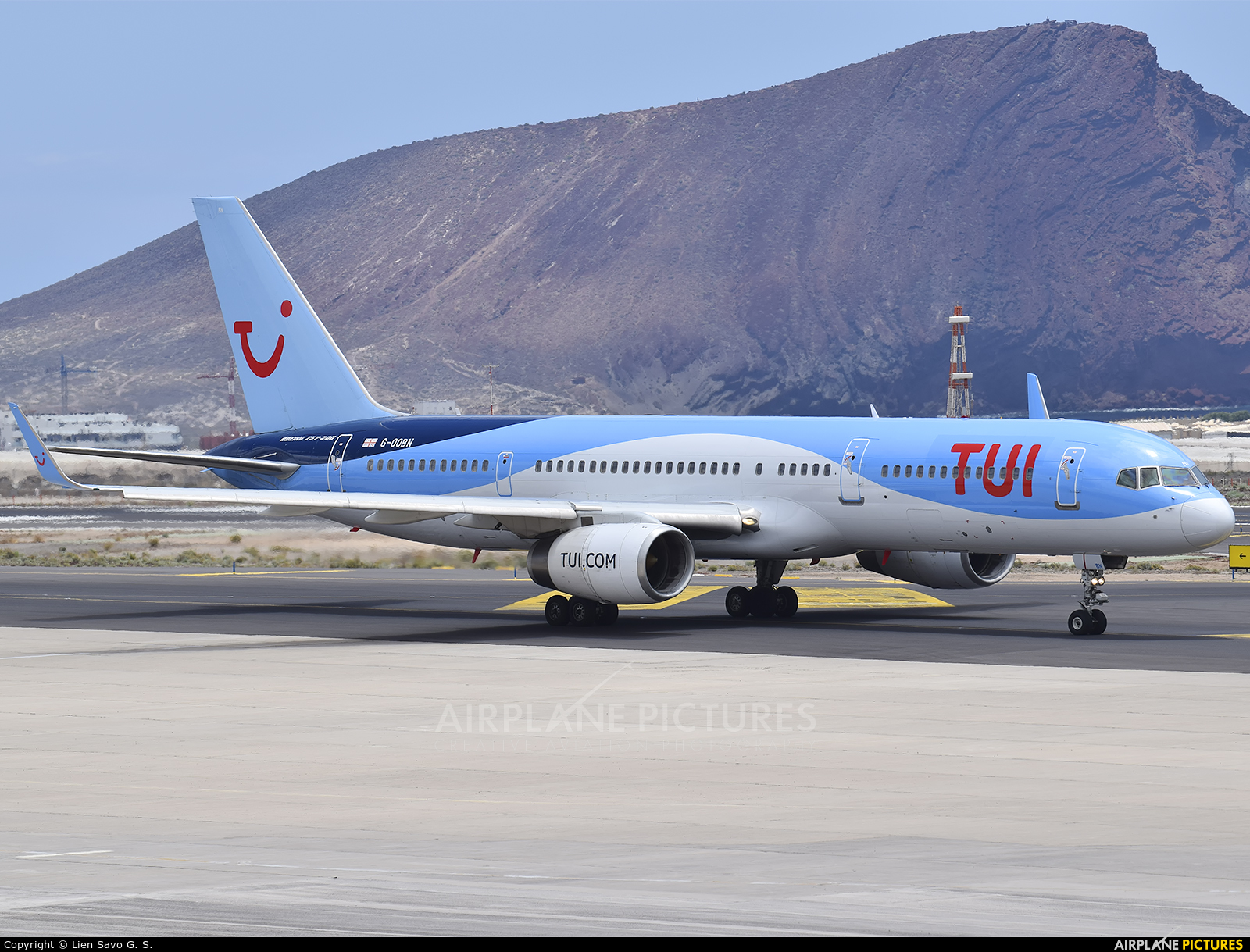 TUI Airways G-OOBN aircraft at Tenerife Sur - Reina Sofia