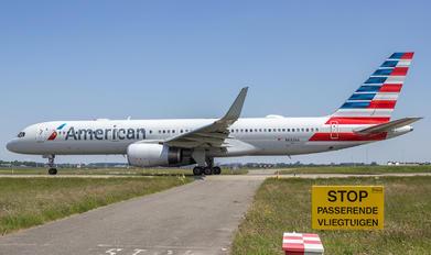N692AA - American Airlines Boeing 757-200