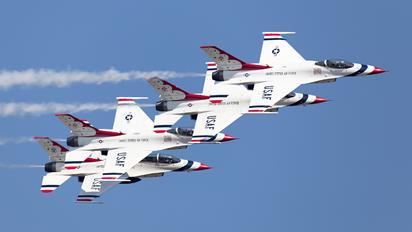 - - USA - Air Force : Thunderbirds Lockheed Martin F-16C Fighting Falcon