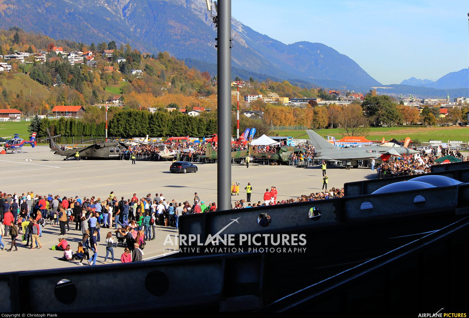 - Airport Overview LOWI aircraft at Innsbruck