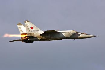 32 - Russia - Air Force Mikoyan-Gurevich MiG-25RU