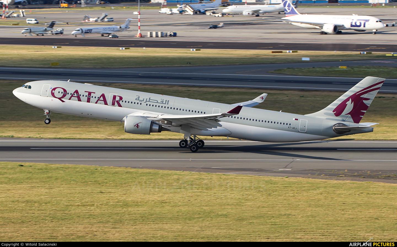 Qatar Airways A7-AEJ aircraft at Warsaw - Frederic Chopin