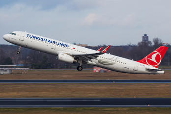 TC-JSR - Turkish Airlines Airbus A321
