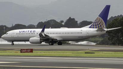 N27239 - United Airlines Boeing 737-800