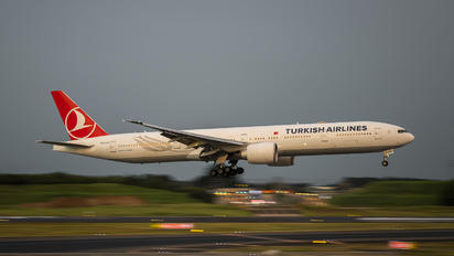 TC-LJG - Turkish Airlines Boeing 777-300ER