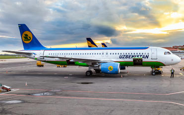UK32015 - Uzbekistan Airways Airbus A320