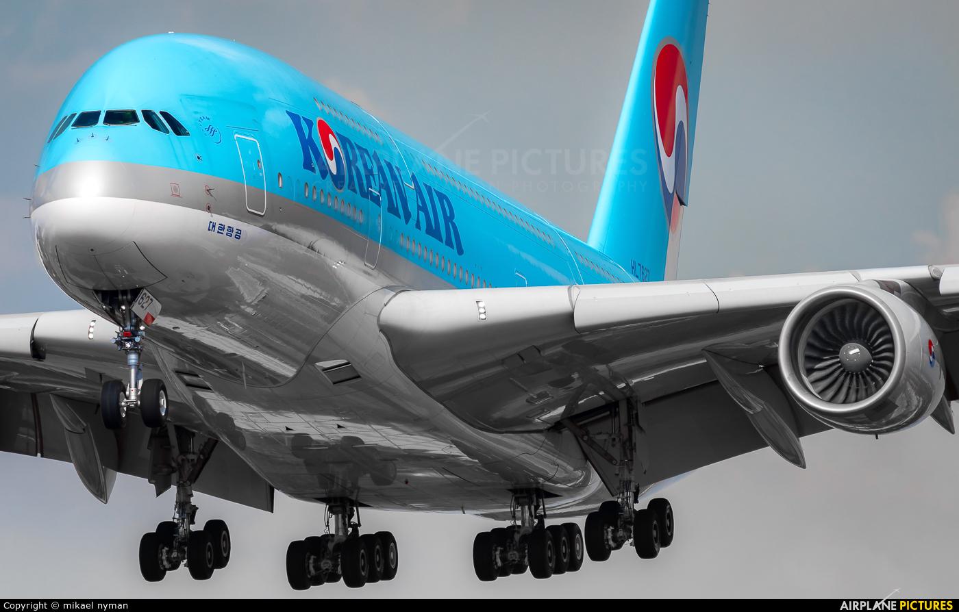 Korean Air HL7627 aircraft at London - Heathrow