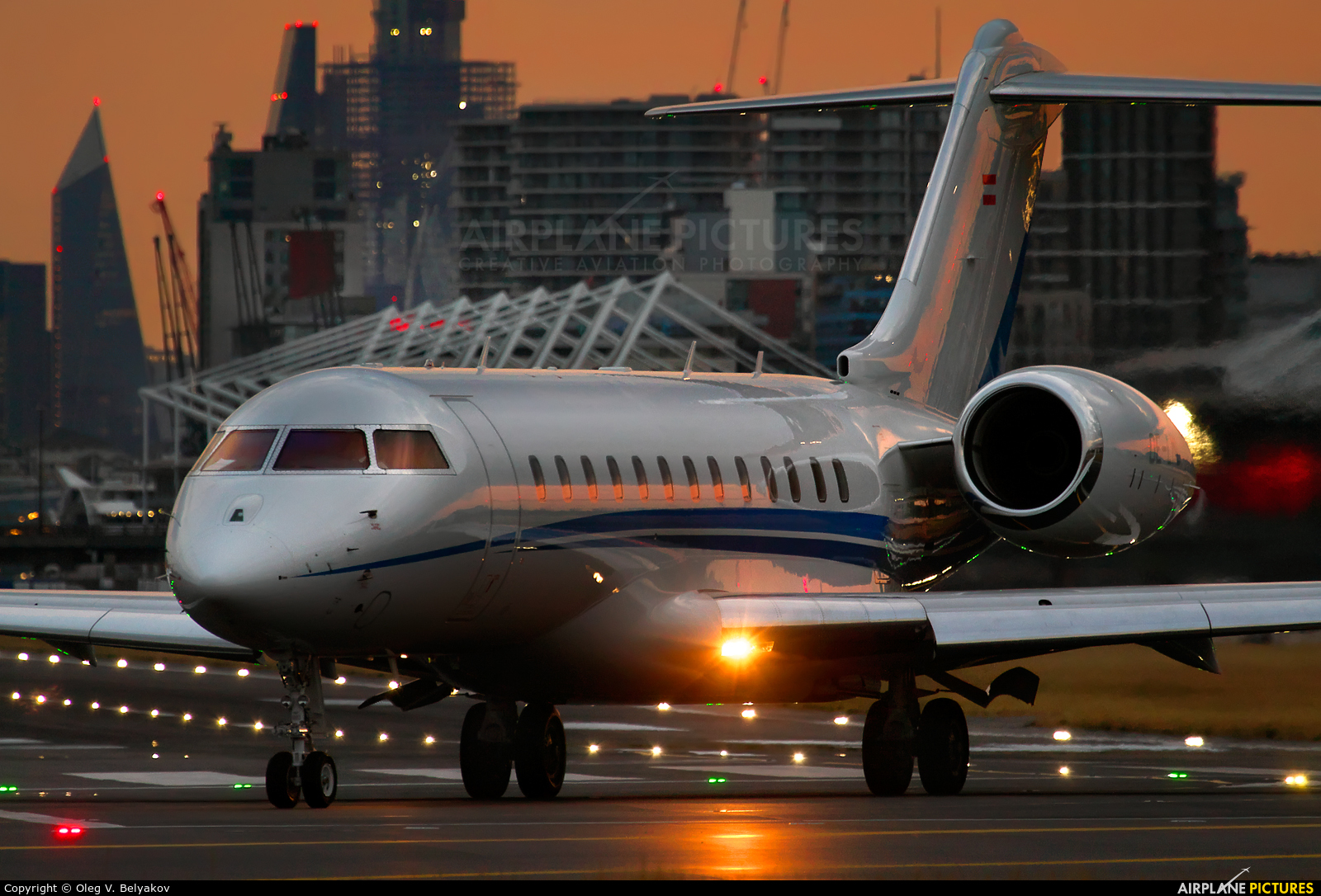 Private OE-LML aircraft at London - City