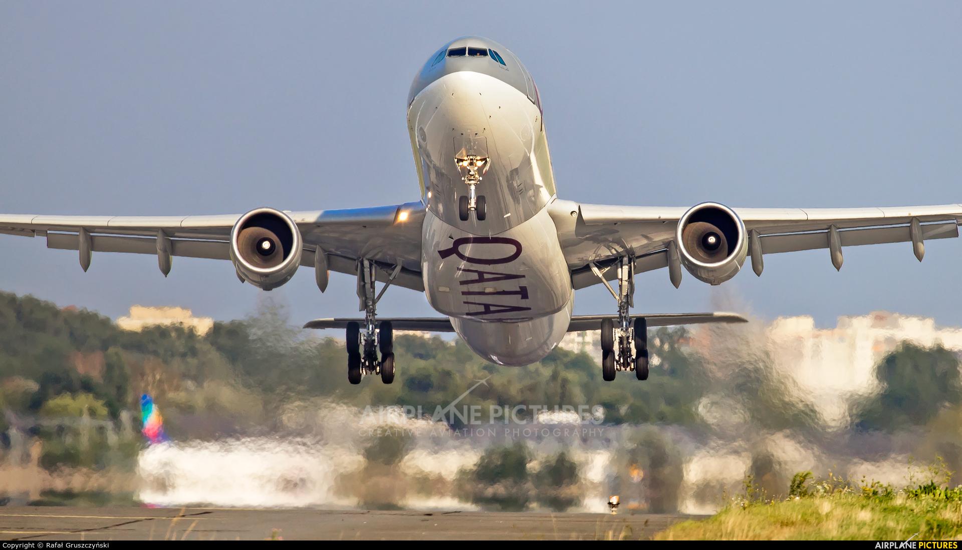 Qatar Airways A7-AEC aircraft at Warsaw - Frederic Chopin