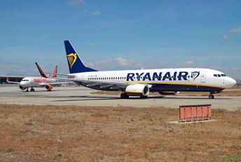 EI-GDX - Ryanair Boeing 737-8AS