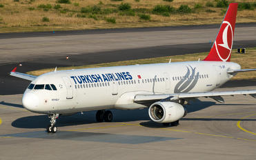TC-JRY - Turkish Airlines Airbus A321