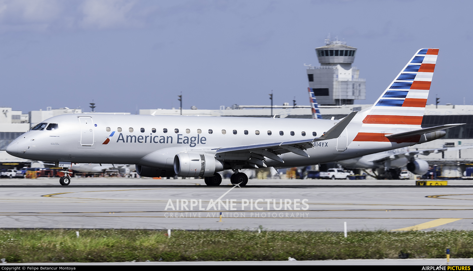 American Eagle N414YX aircraft at Miami Intl