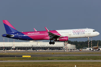 HA-LXU - Wizz Air Airbus A321