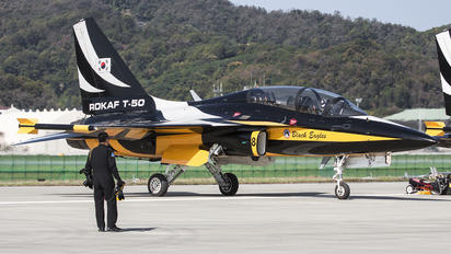 10-0058 - Korea (South) - Air Force: Black Eagles Korean Aerospace T-50 Golden Eagle