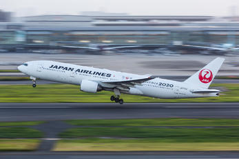JA773J - JAL - Japan Airlines Boeing 777-200