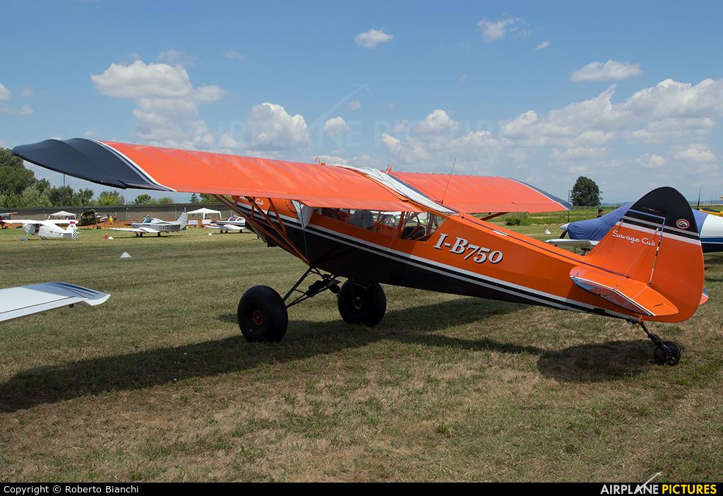 Private I-B750 aircraft at Montagnana