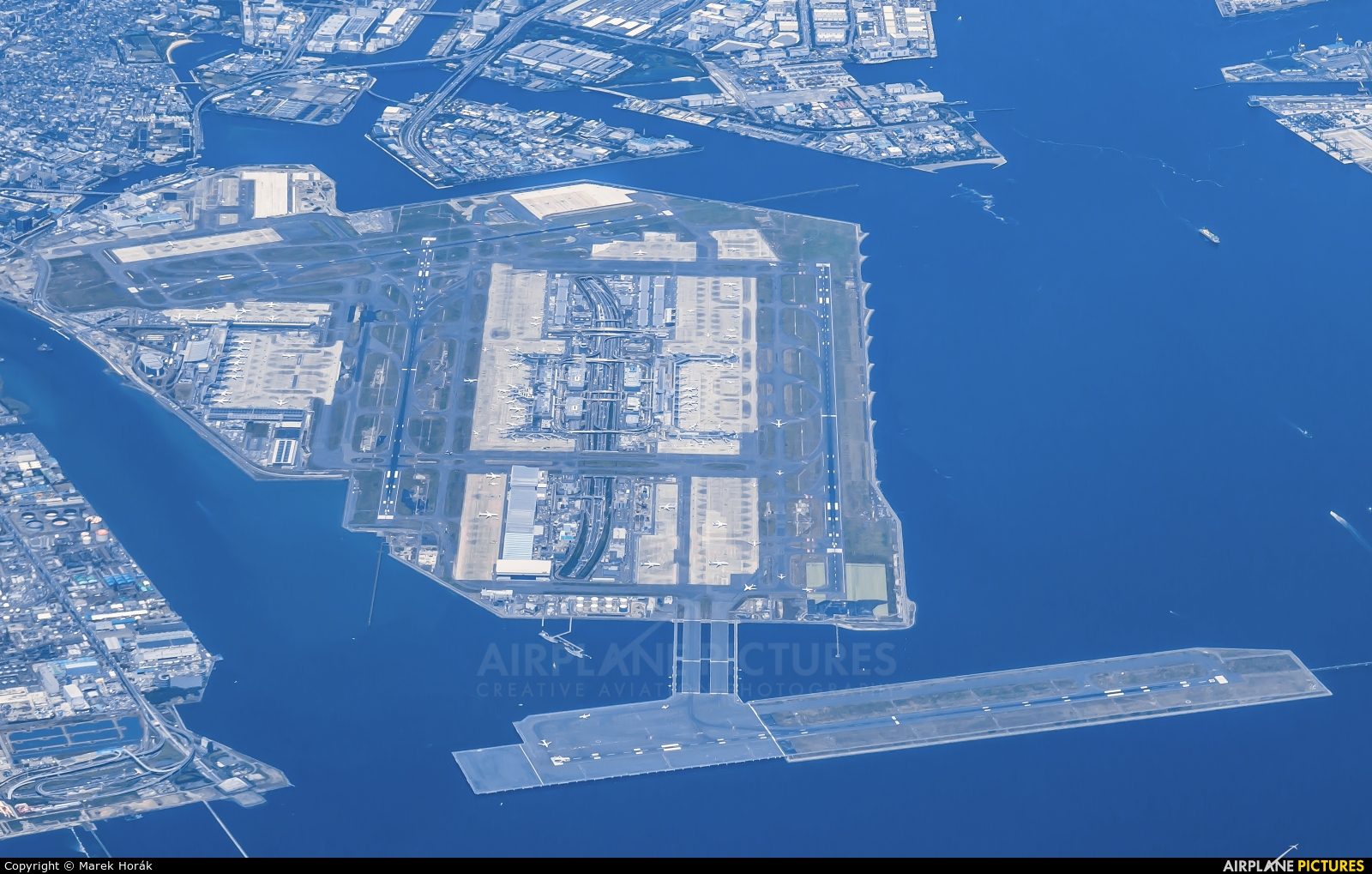 - Airport Overview - aircraft at Off Airport - Japan
