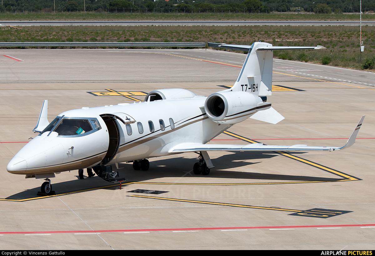 Anda Air T7-ISH aircraft at Bari