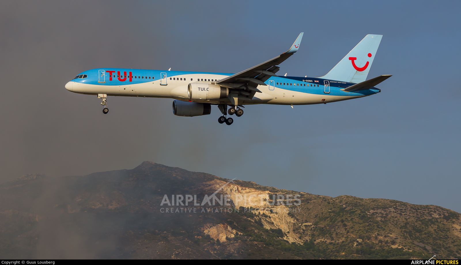 TUI Airways G-OOBC aircraft at Zakynthos