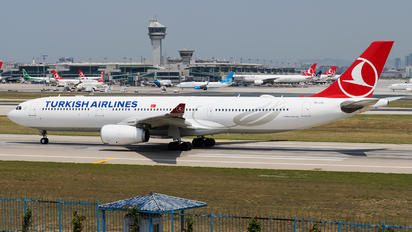 TC-LOA - Turkish Airlines Airbus A330-300