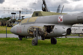 209 - Poland - Air Force PZL TS-11 Iskra
