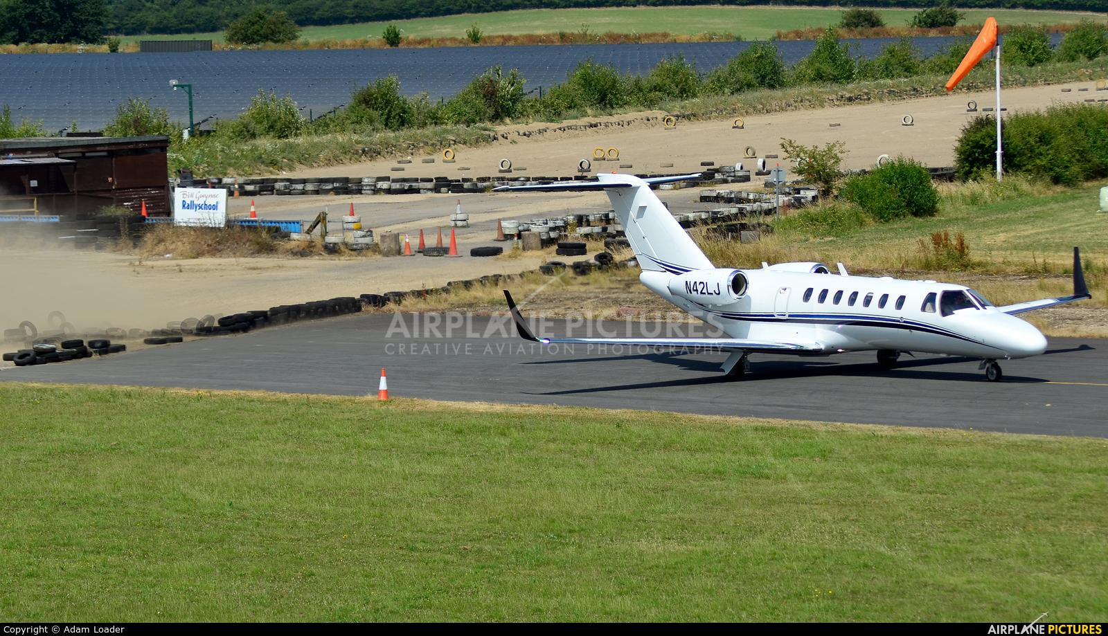 Private N42LJ aircraft at Turweston