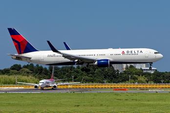 N1611B - Delta Air Lines Boeing 767-300ER