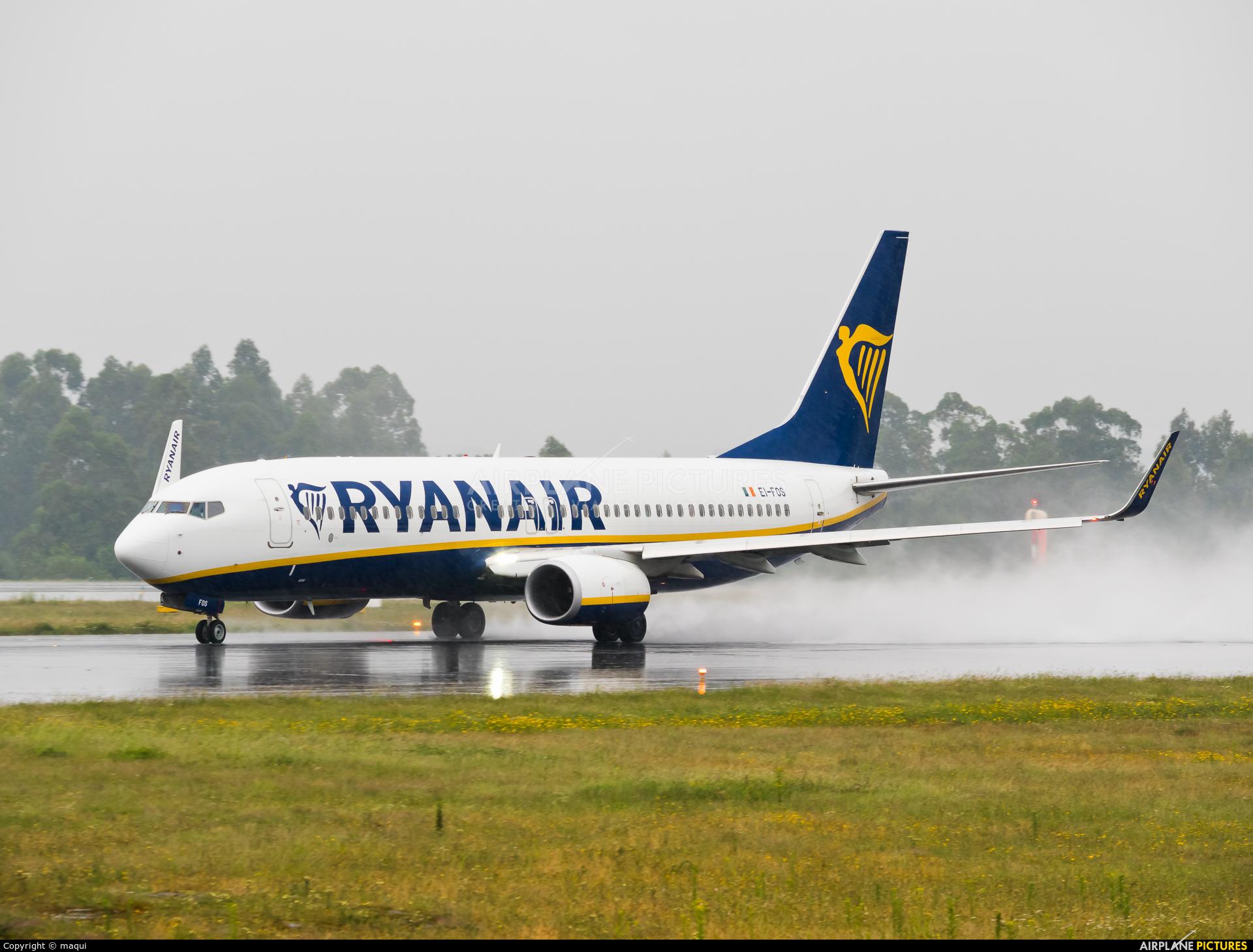 Ryanair EI-FOS aircraft at Santiago de Compostela