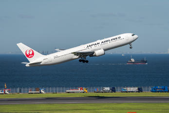 JA622J - JAL - Japan Airlines Boeing 767-300ER