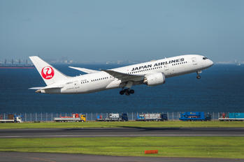 JA833J - JAL - Japan Airlines Boeing 787-8 Dreamliner