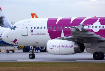 TF-WOW - WOW Air Airbus A320
