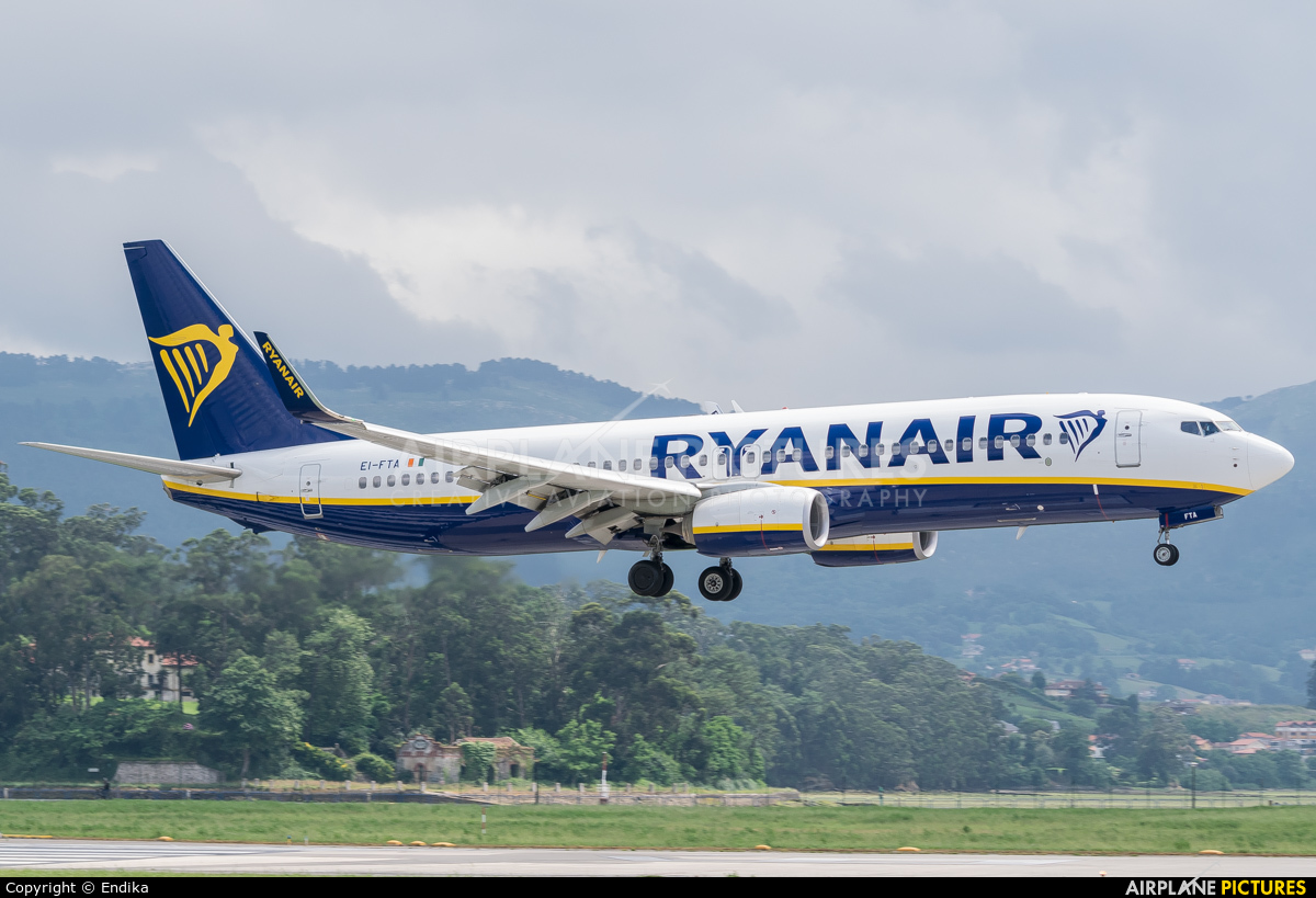 Ryan Air EI-FTA aircraft at Santander