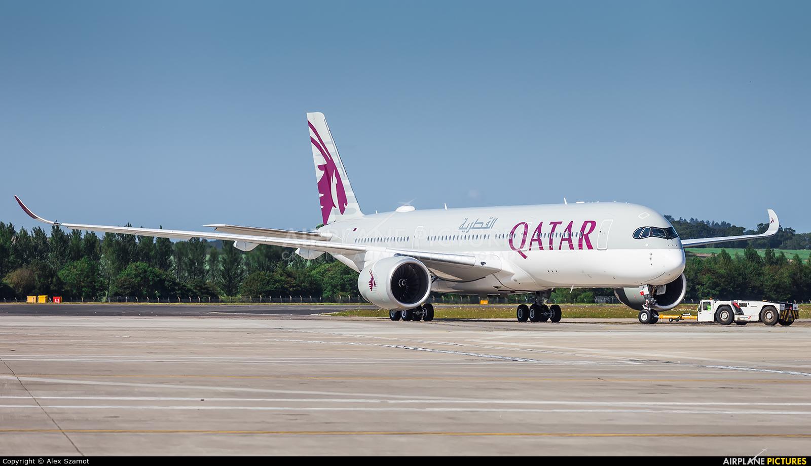 Qatar Airways A7-ALW aircraft at Edinburgh
