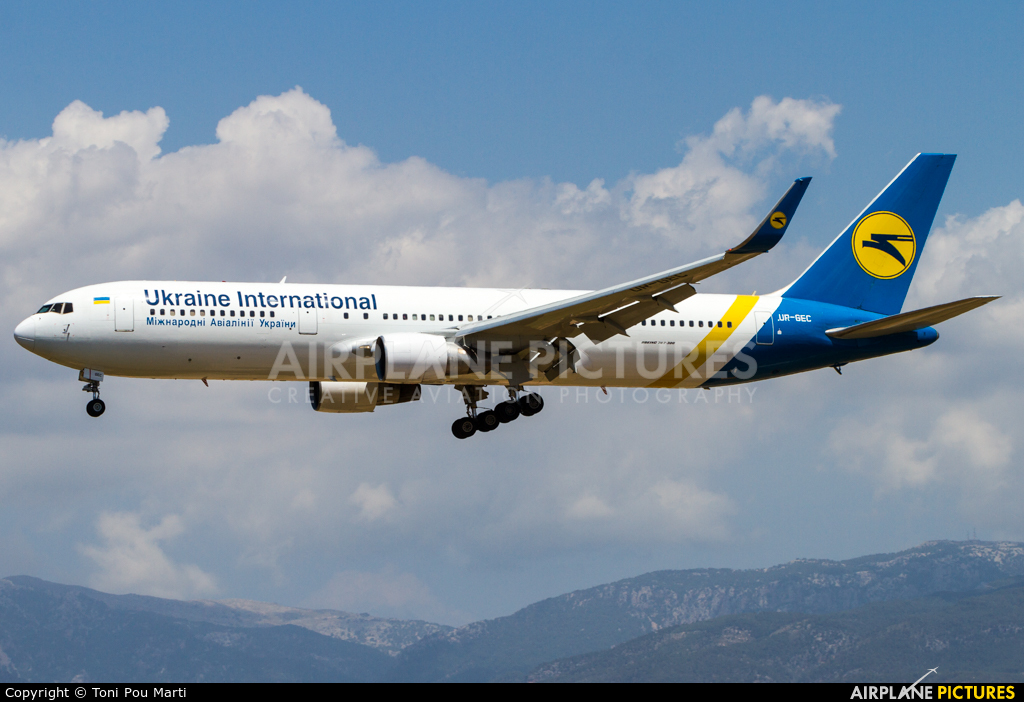 Ukraine International Airlines UR-GEC aircraft at Palma de Mallorca