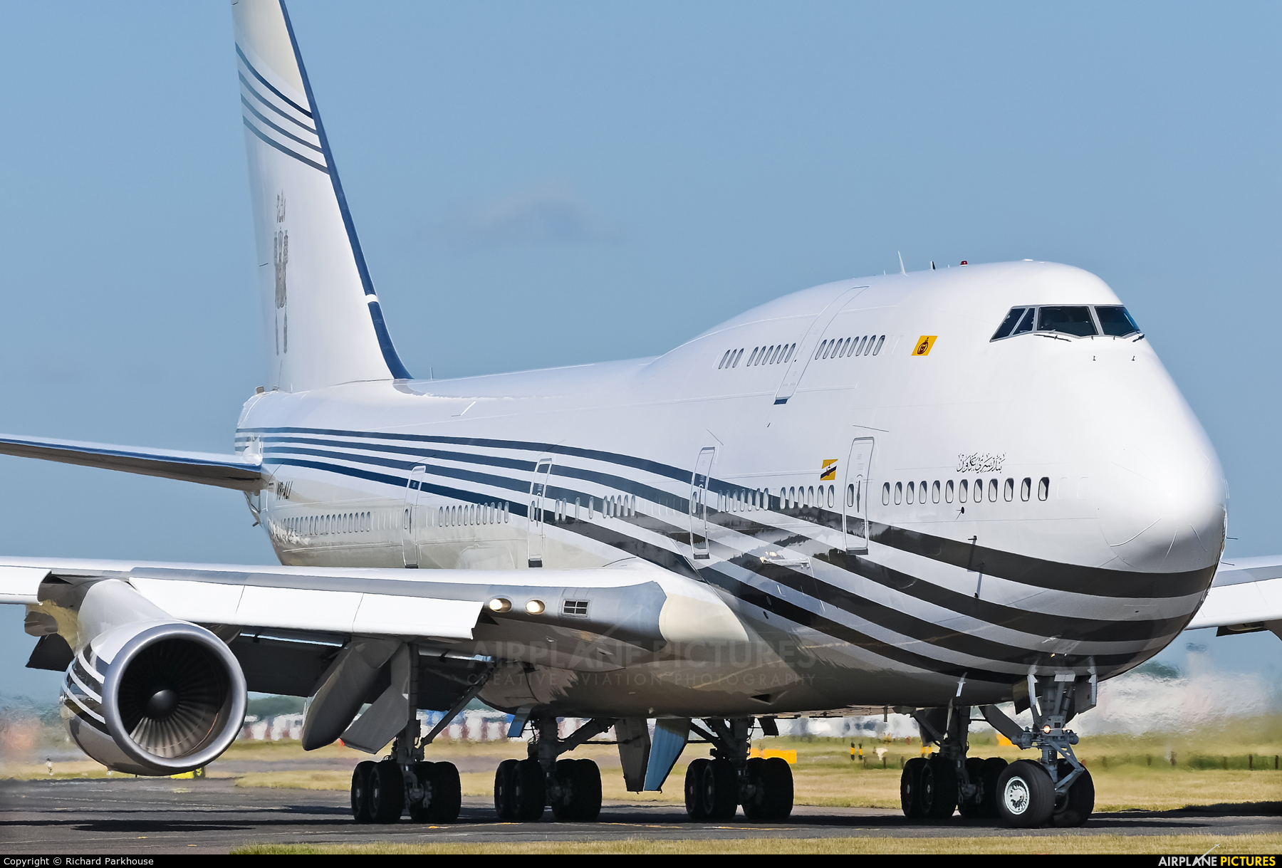 V8-ALI - Brunei Government Boeing 747-400 at London