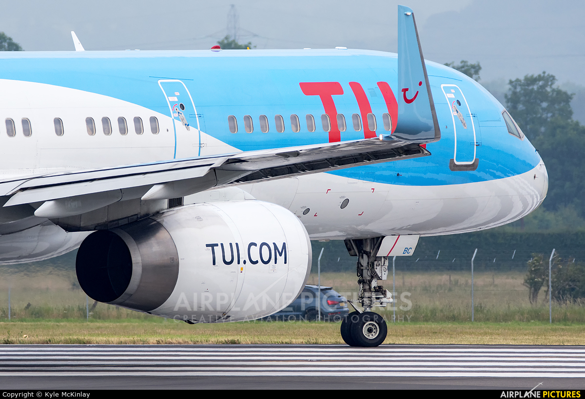 TUI Airways G-OOBC aircraft at Glasgow