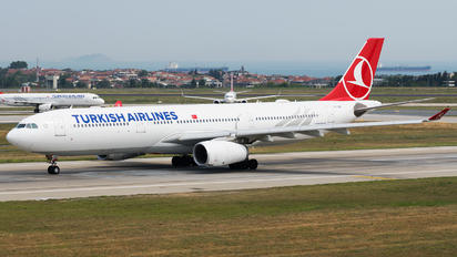 TC-LOB - Turkish Airlines Airbus A330-300